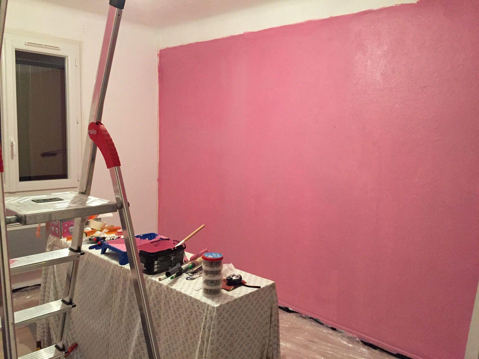 2. Finir la peinture de la chambre avec plein de paillettes