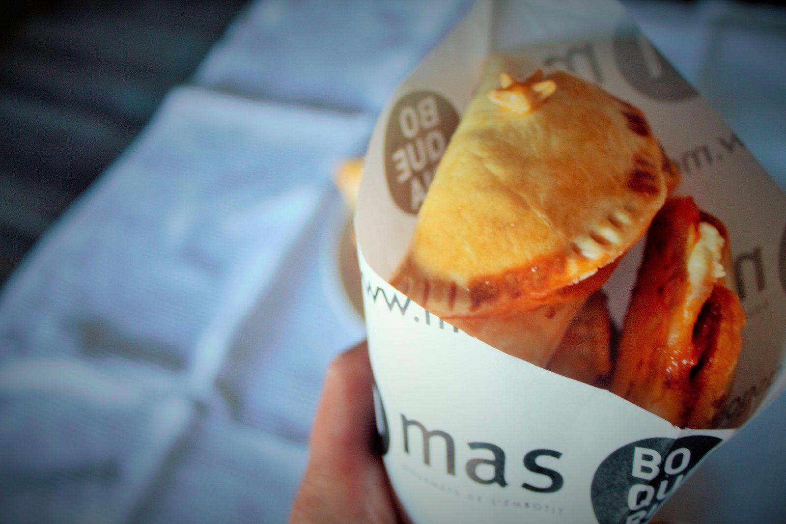 En vous promenant dans Barcelone, vous pourrez acheter des empanadas, notamment dans le quartier du Poble Sec dans des bars typiques ou des petits commerces de bouche.
