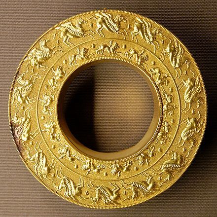 Pegases et Chimères. Collection Campana du Louvre.( diam. 11,6 cm, phot.Marie-Lan Nguyen.)