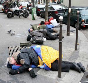 Les SDF exposés au froid sont en mauvaise santé et n'ont pas les moyens de se soigner correctement.