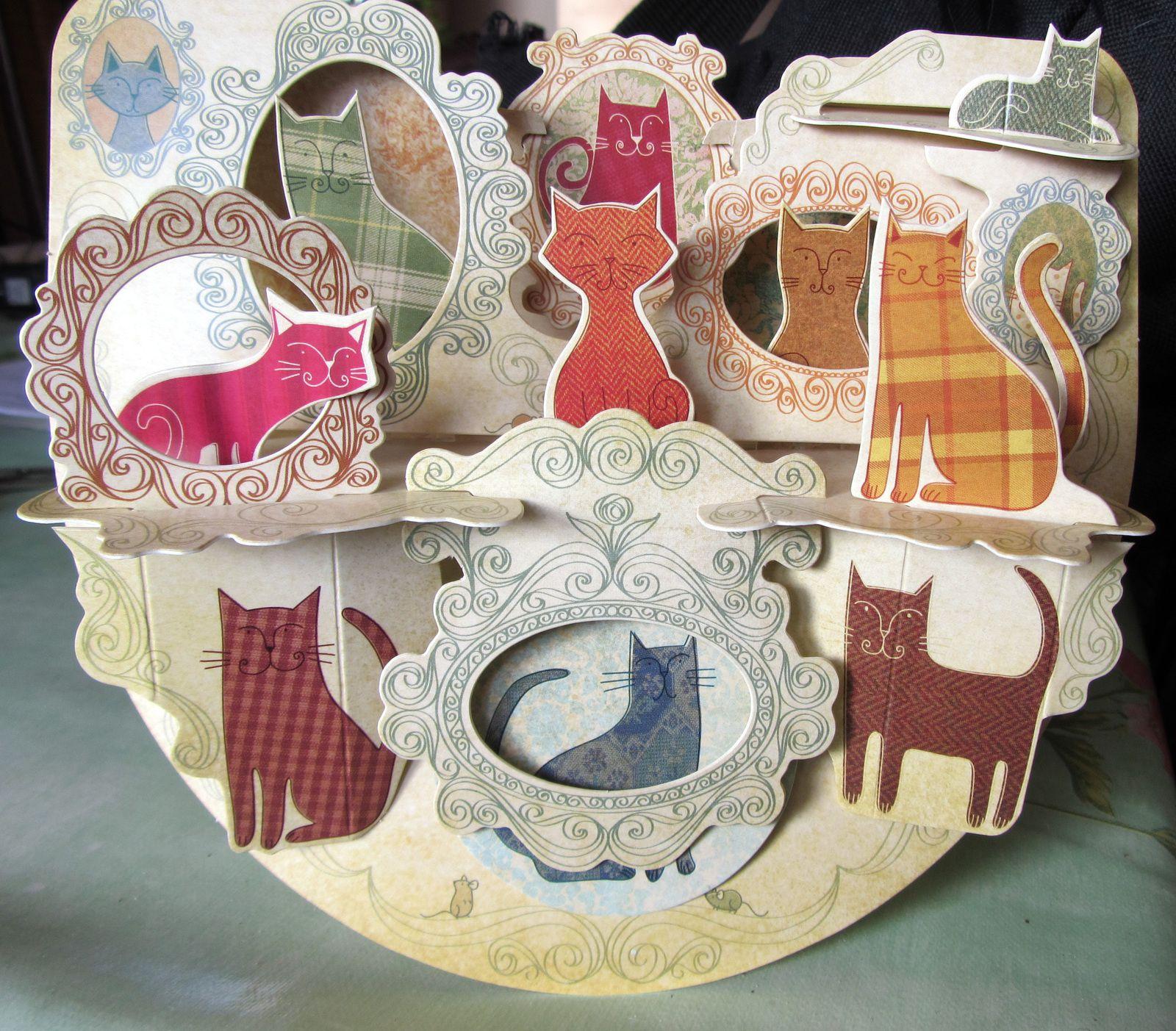 La version du magasin          et ....... la version de Mimie et Nounours... avec la boîte des gâteaux!