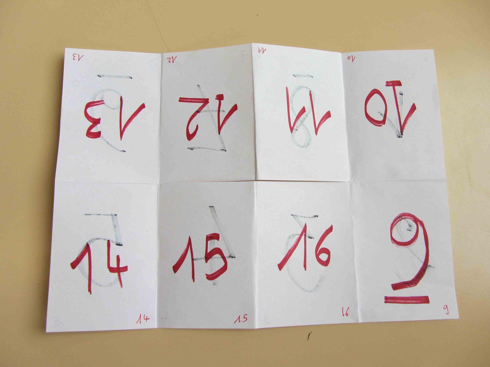 """conseil: forme les plis dans les deux sens.   Le livre a .deux """"faces"""" : la noire (pages 1 à 8), la rouge (pages 9 à 16). Il faut un peu de temps pour apprendre à passer de la face noire à la rouge et inversement.      )"""