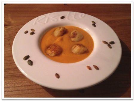 Crème de butternut aux Saint-Jacques poêlées