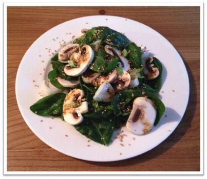 Salade de champignons aux cébettes à la mode Thaïe