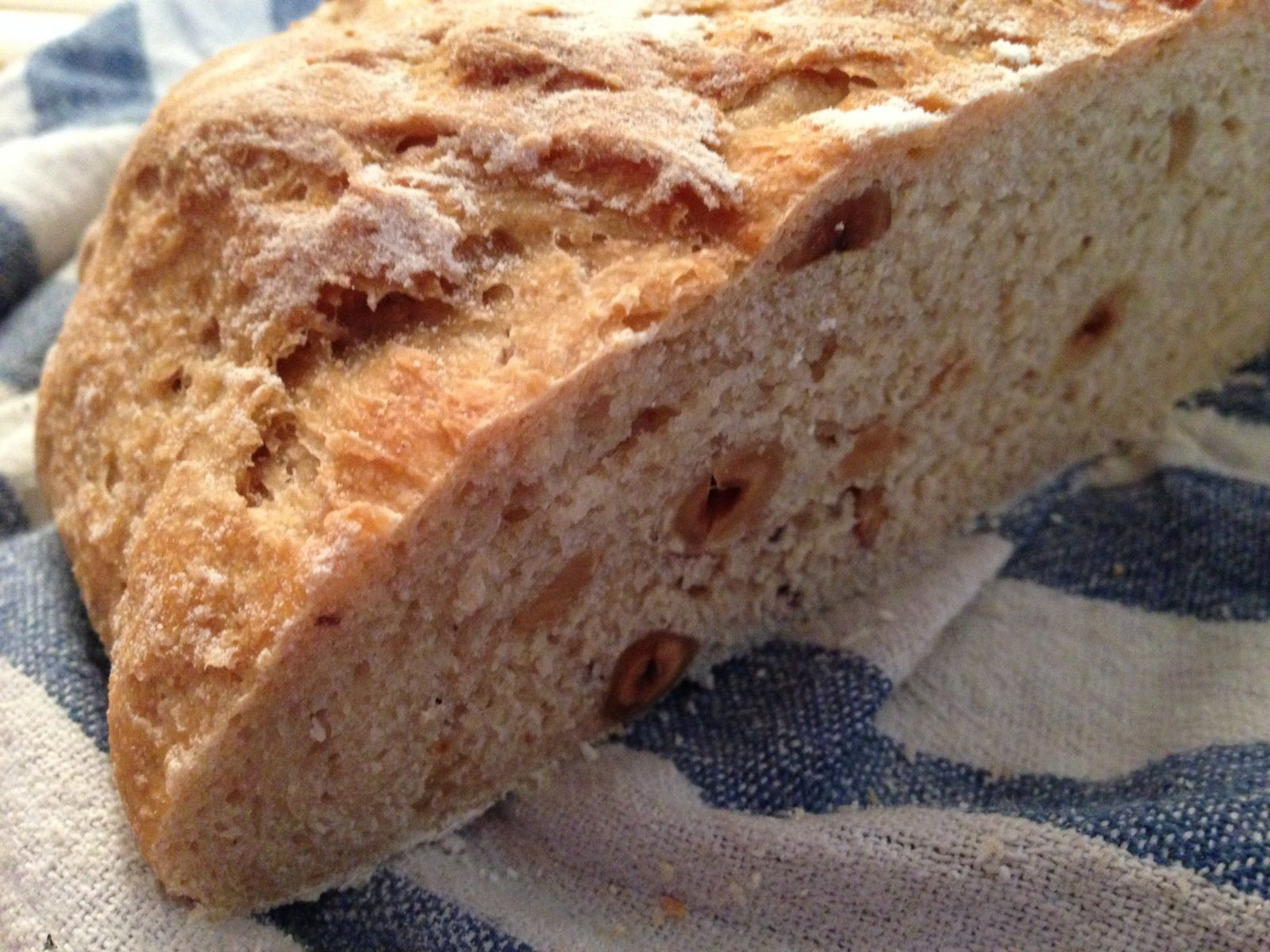 Pain à la farine de Kamut et aux noisettes
