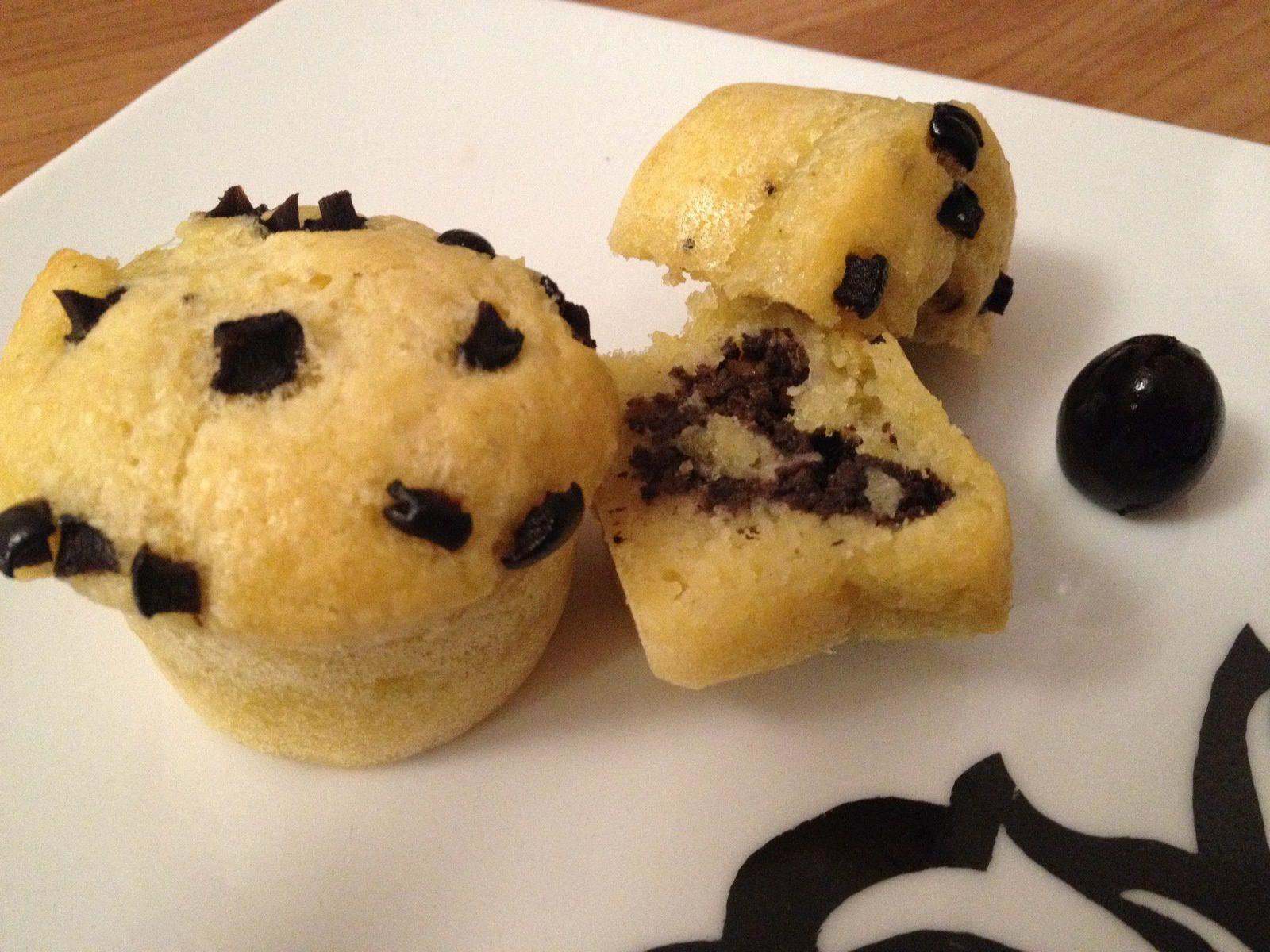 Mini-cakes au parmesan, coeur de tapenade