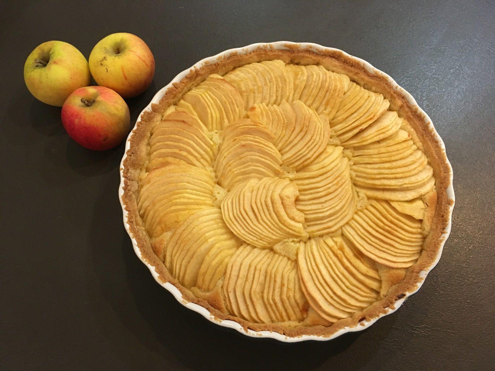 Tarte Aux Pommes Et Creme D Amandes Les Papilles De Karen