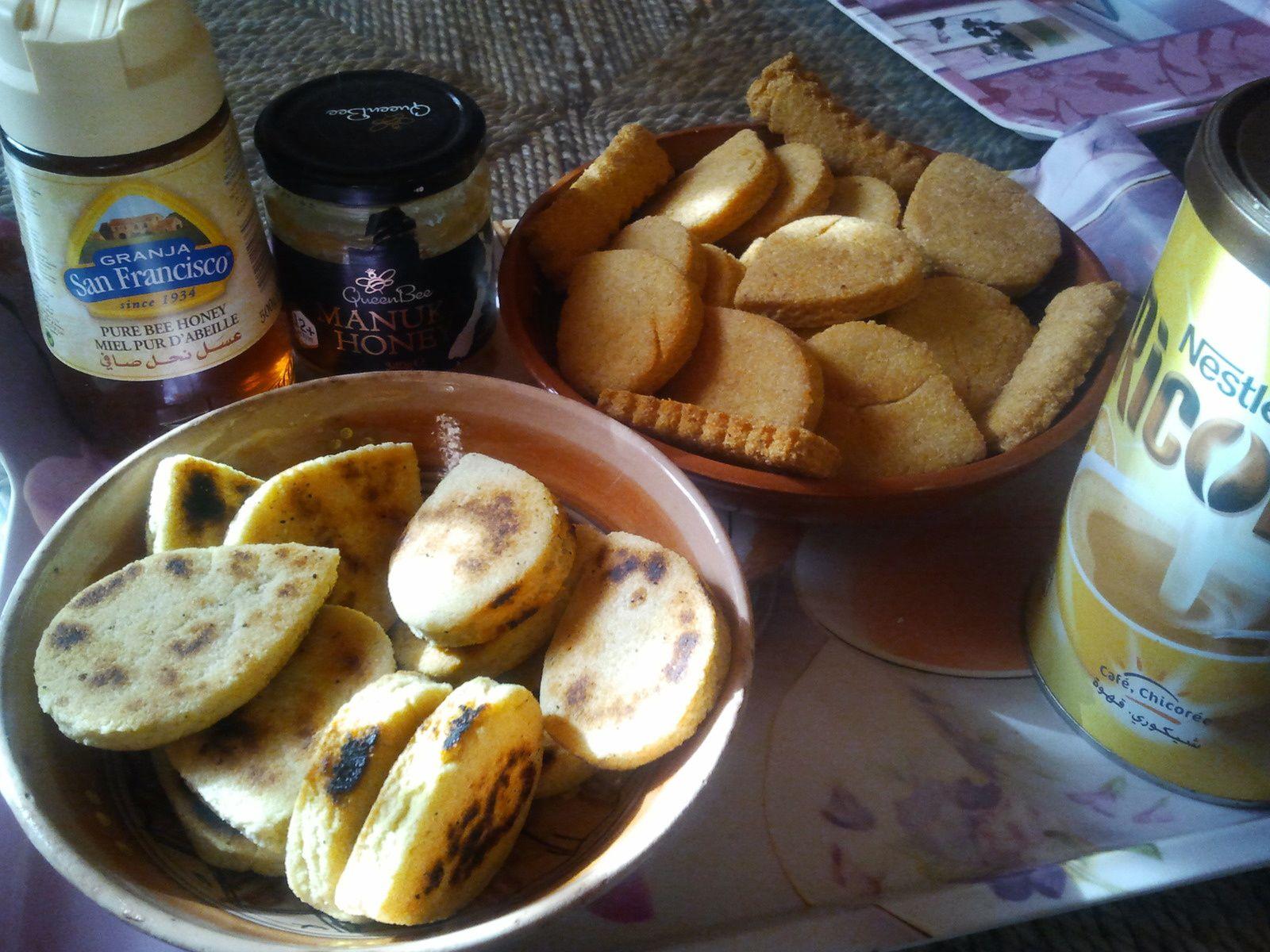 Mtakba ou Mbesses (galettes de semoule)