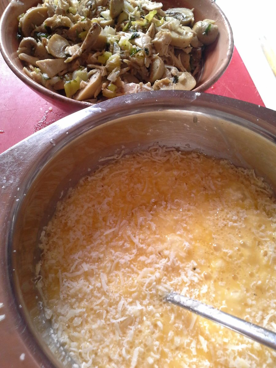 Omelette au poulet et champignons
