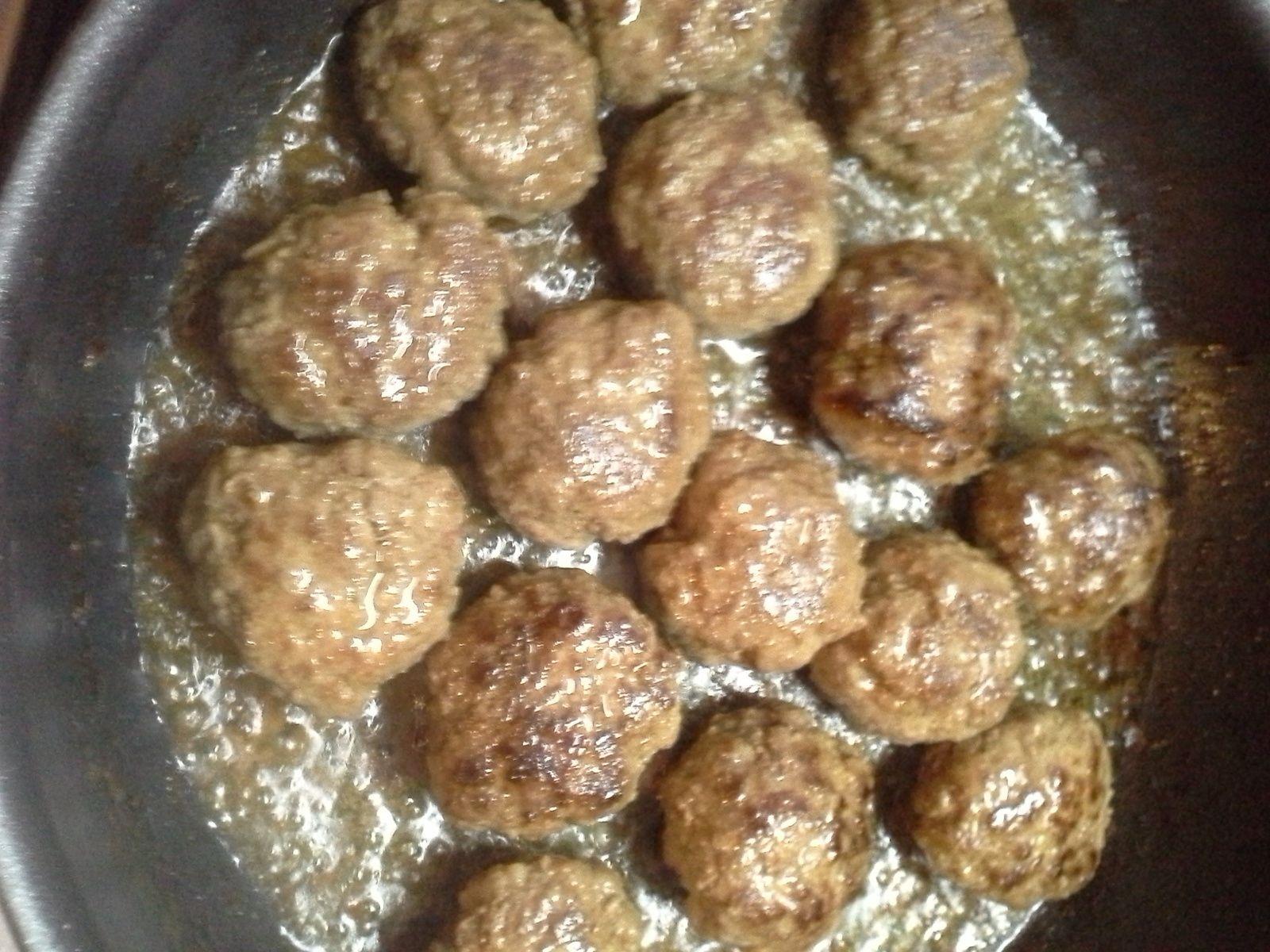 Boulettes de viande à la  crème et aux champignons frais