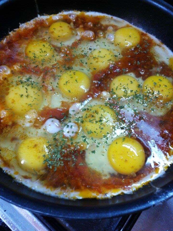 Oeufs à la tomate  et au  fromage