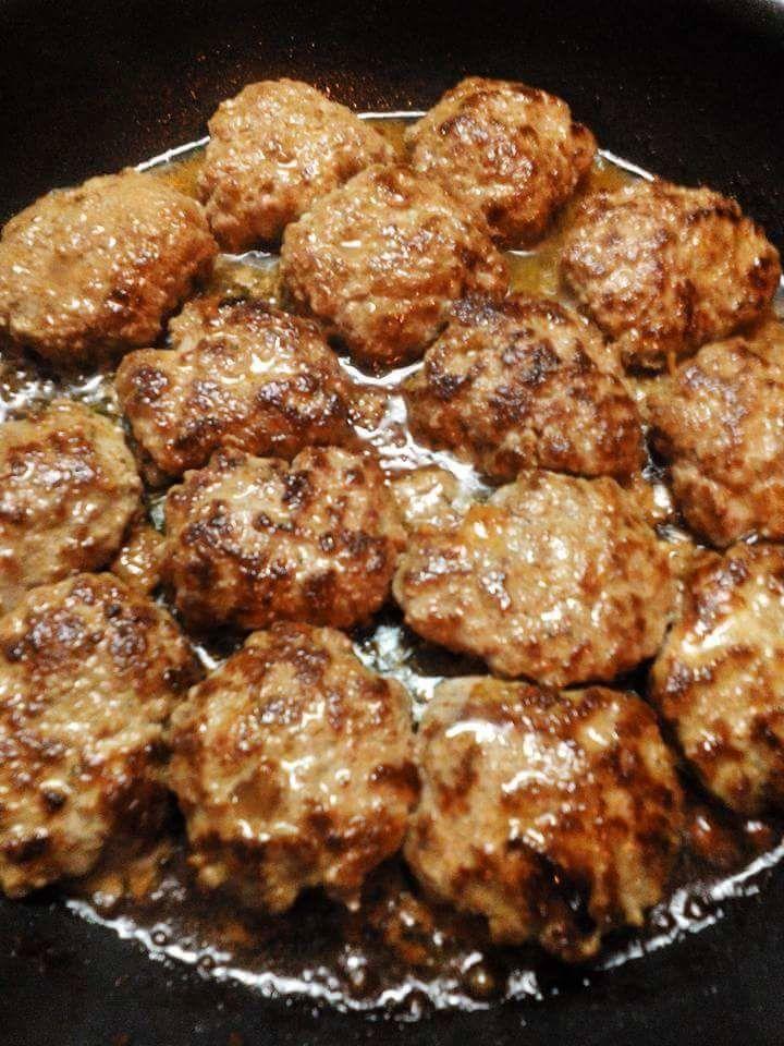 Gâteau de pomme de terre aux aubergines et boulettes de viande