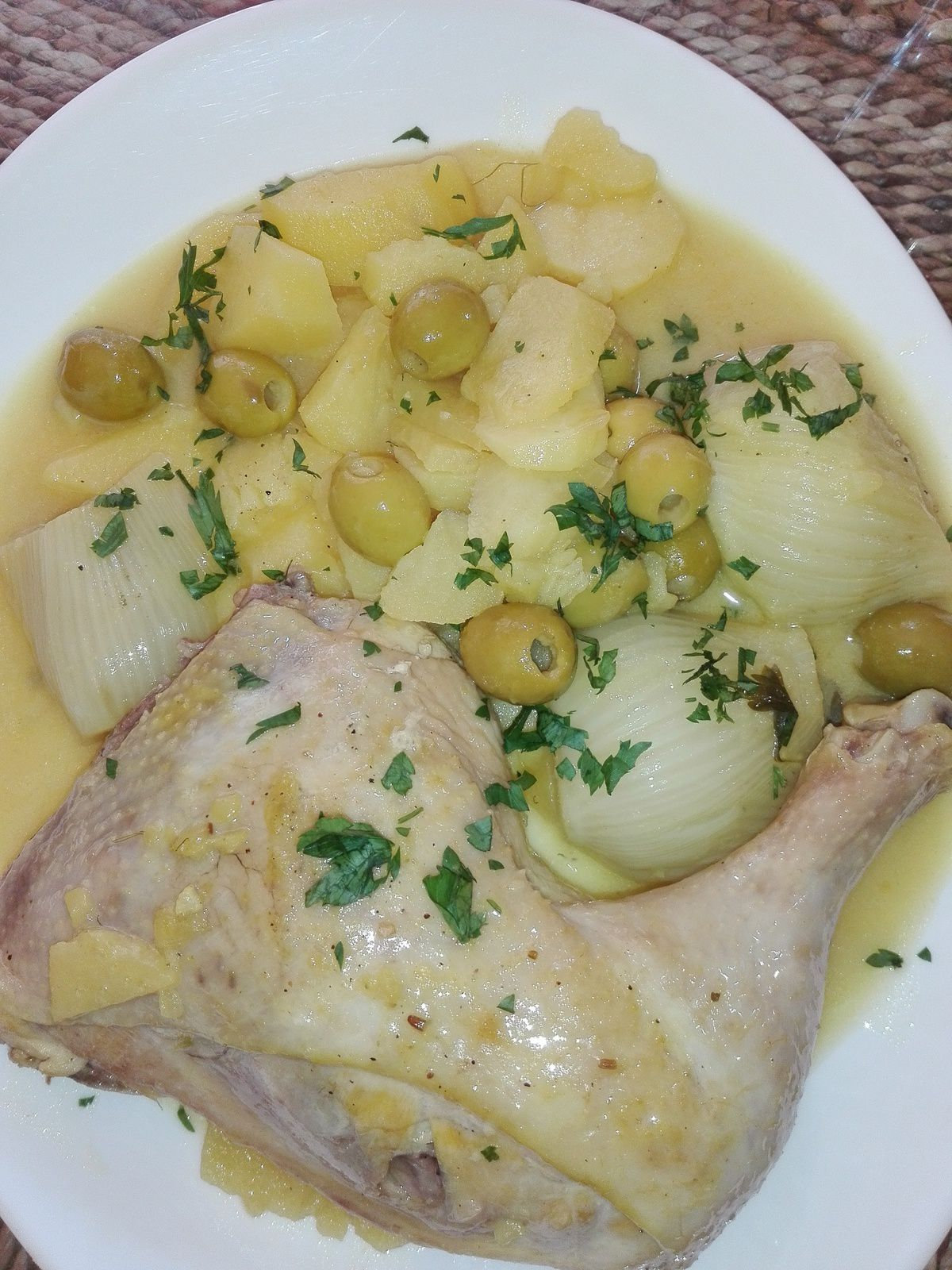 Ragoût de poulet aux olives et fenouil