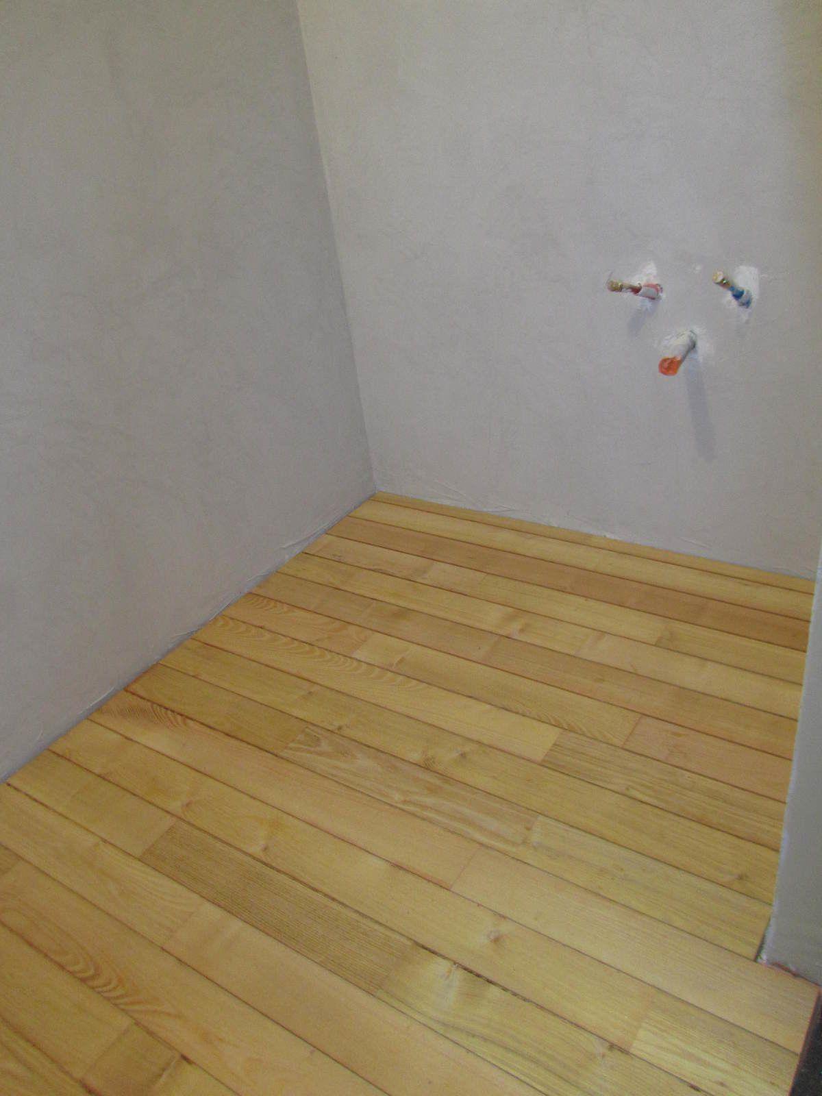 avanc e des travaux s38 parquet robinier de la salle de bain maison paille. Black Bedroom Furniture Sets. Home Design Ideas