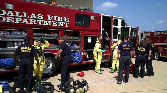 Dallas, TX. Avril 2012, les pompiers interviennent sur un colis suspect ...