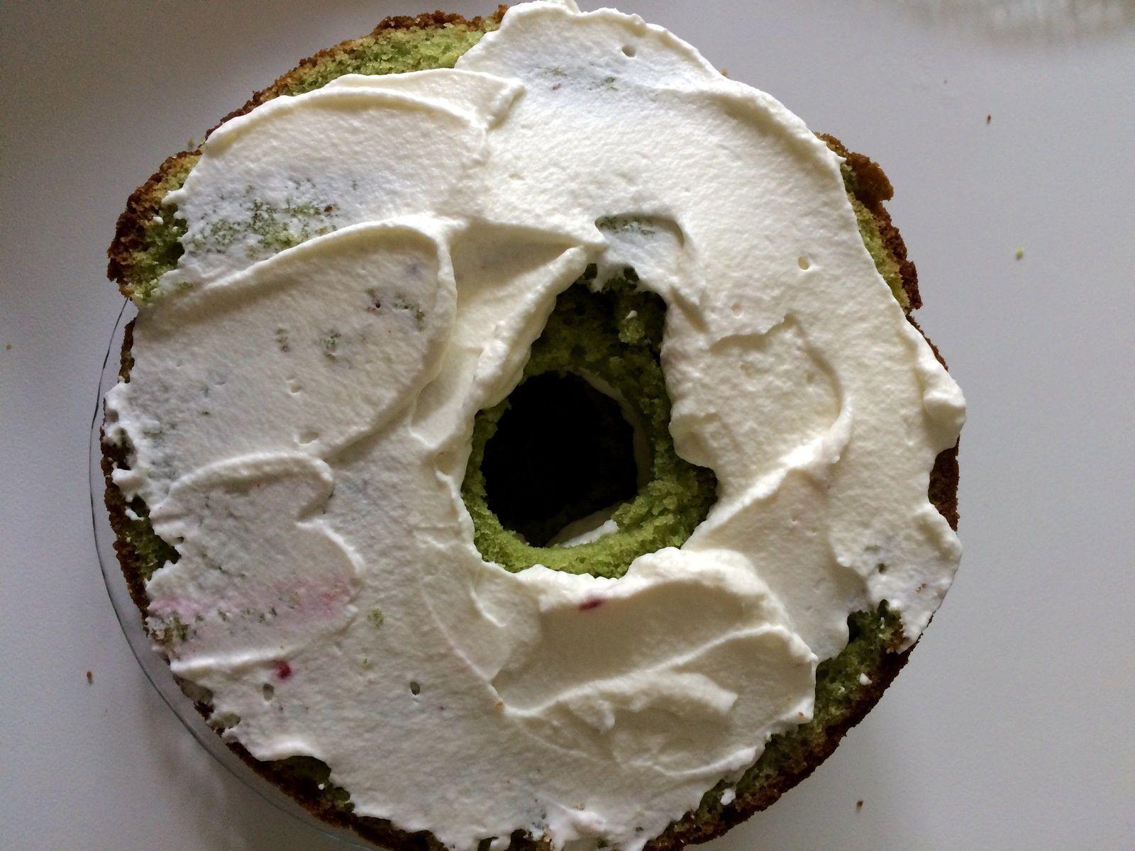 Pinata cake  de Pâques  ( pistache, framboise et oeufs en bonbons)