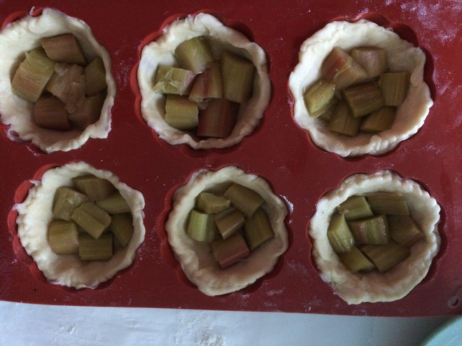 Tarte à la rhubarbe meringuée façon rose cake