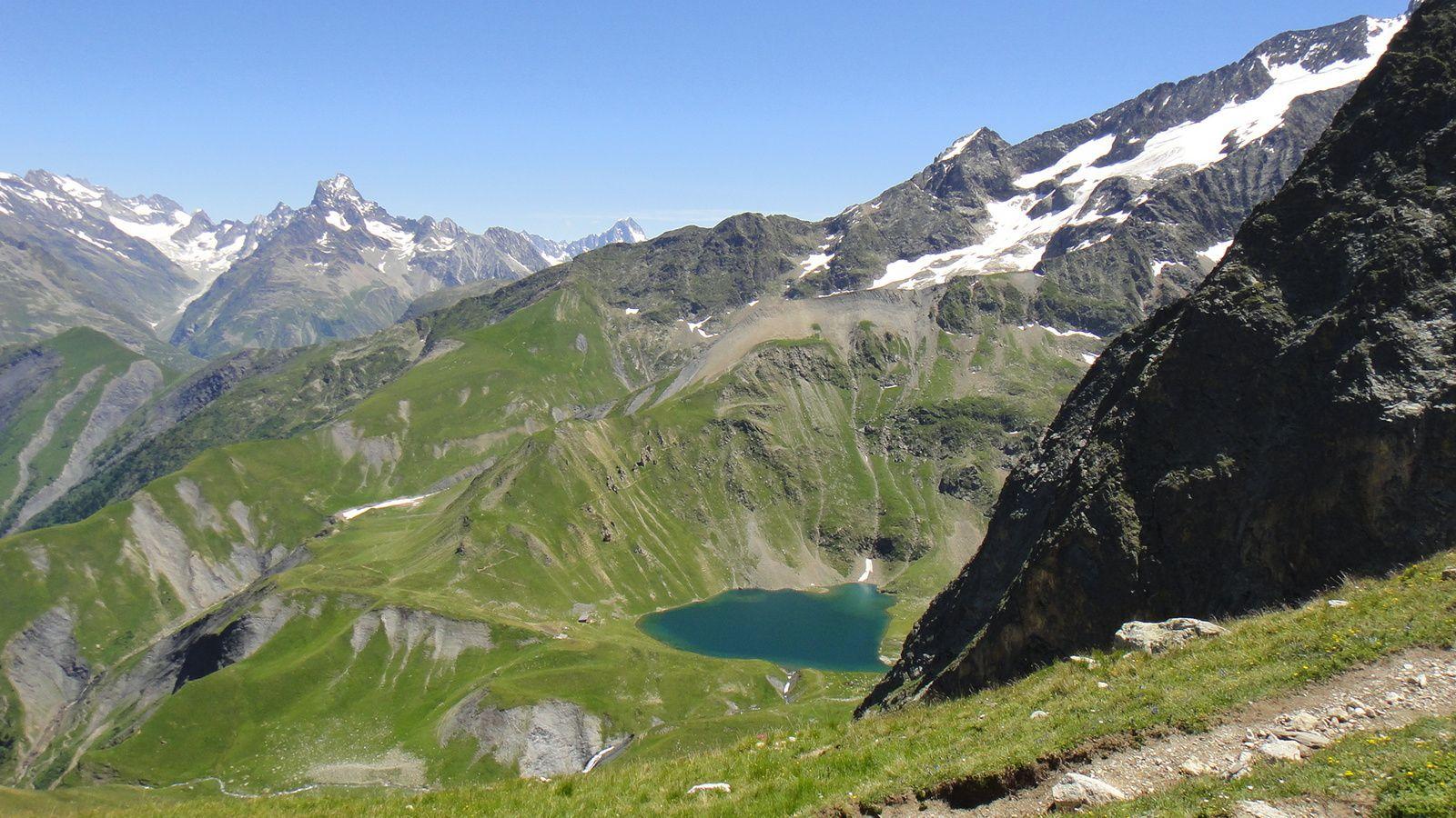 Lac Lauvitel (1505m), Col du Vallon (2531m), et Lac de la Muzelle (2115m)