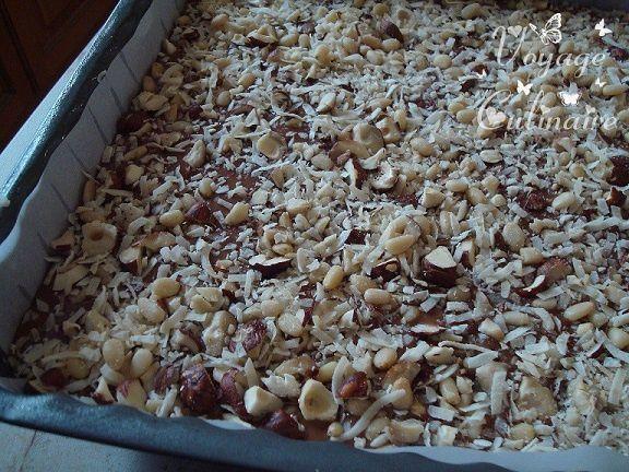 Brownie bananes au coco, noisettes et pignons