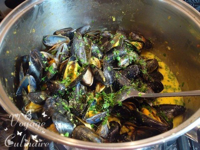Moules au curry antillais et pistils de safran