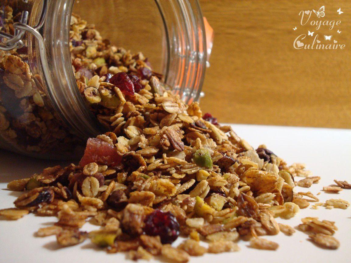 Granola aux 5 flocons, fruits rouges, miel et pistaches