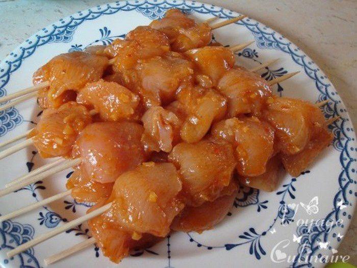 Brochettes de poulet au citron confit et harissa