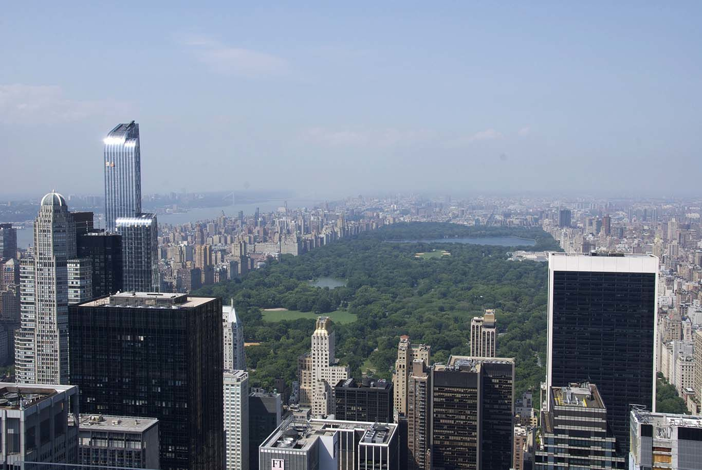 Views from New York City from the top of the Rockefeller Center: impressive and moving !