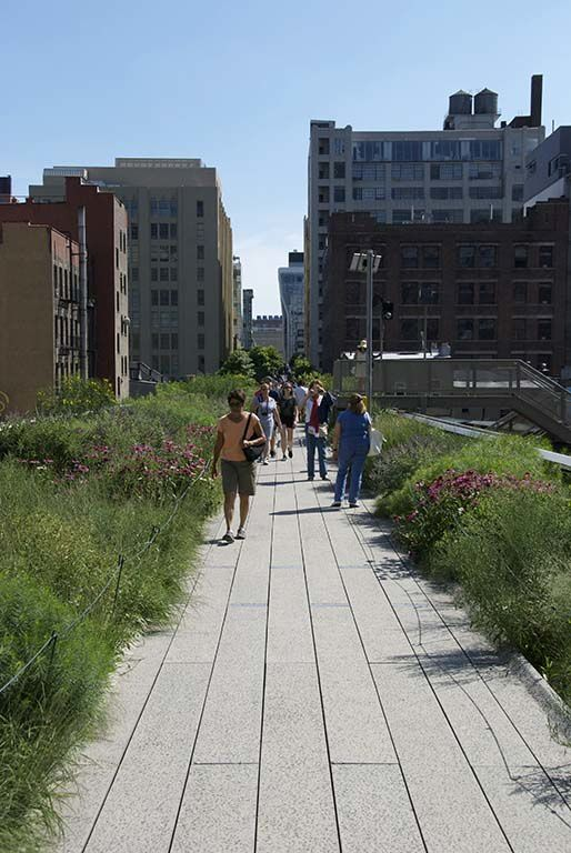 The High Line in Chelsea: a nice walk on a former overhead railway