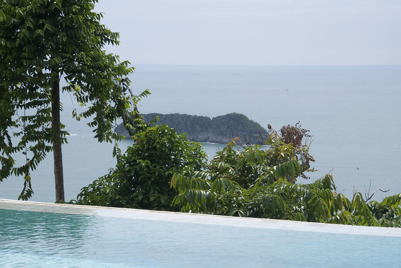 Last days in Manuel Antonio National Park. Beautiful beach, nice views, and wild life...