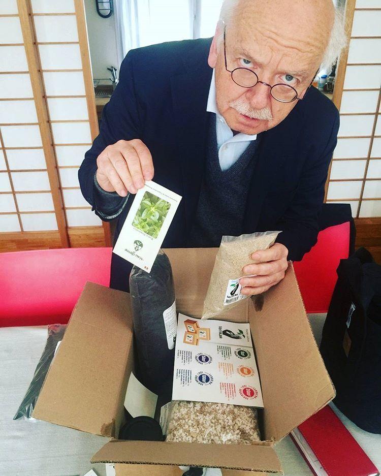 Erik Orsenna déc-ouvre un pack enfant Terralba... :)