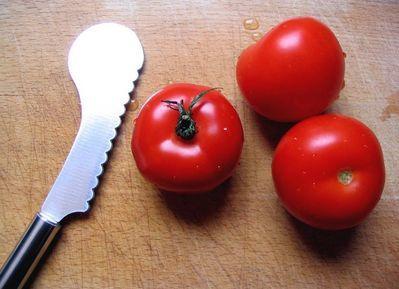 comment peler ces tomates autrement qu 39 avec un couteau. Black Bedroom Furniture Sets. Home Design Ideas