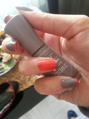 French manucure, corail &amp&#x3B; gris