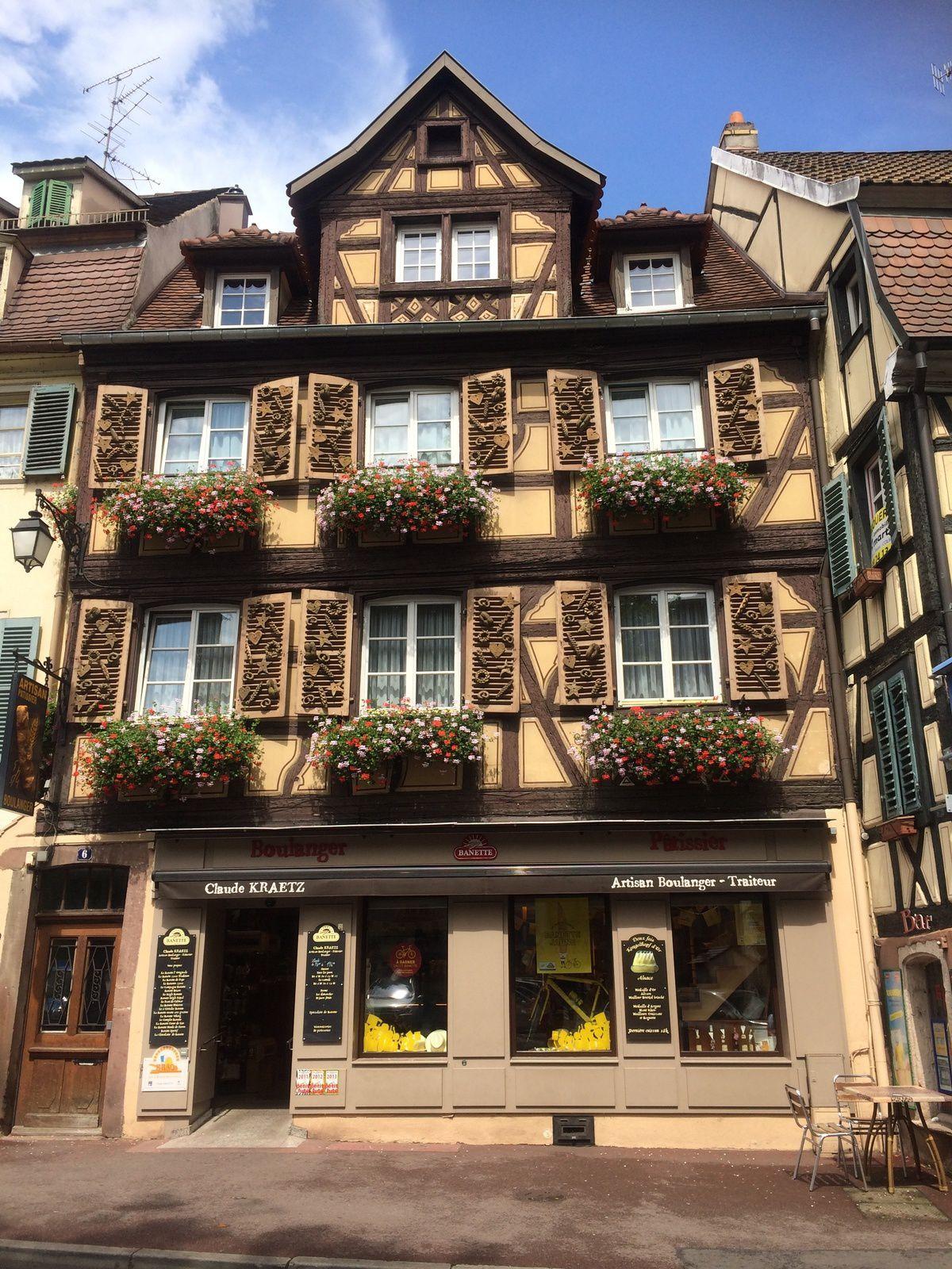 De jolies façades de la ville