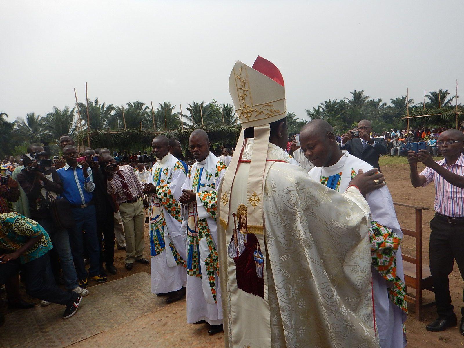 QUATRE NOUVEAUX PRÊTRES INTÈGRENT LE CLERGÉ DIOCÉSAIN DE TSHUMBE