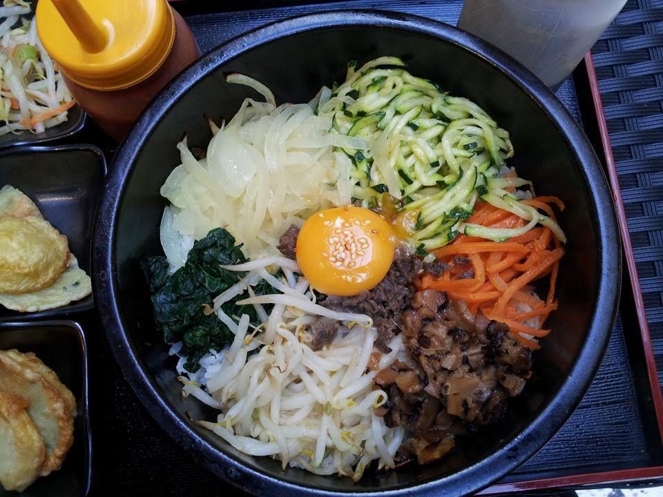 Pour Me un Dolsot-bibimbap / Riz en marmite chaude avec légumes variés et sauté de boeuf (sauce douce ou épicée)