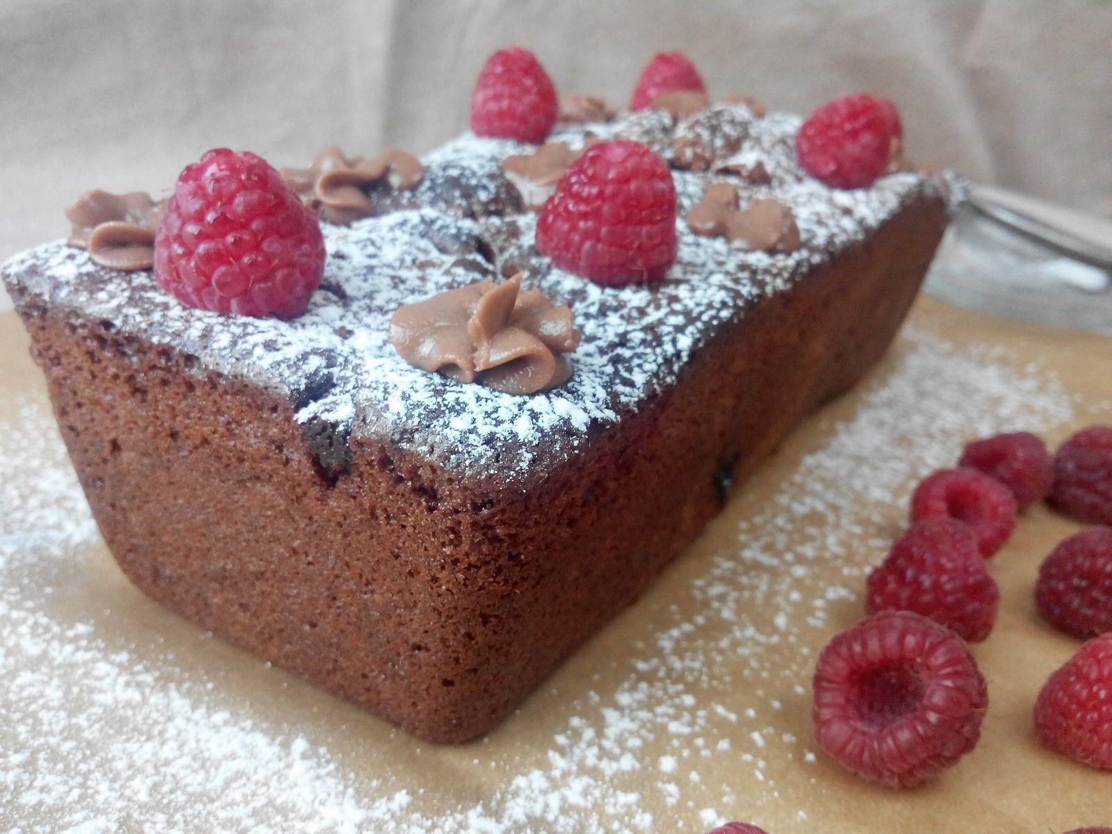 Cake au chocolat, framboises et praliné...