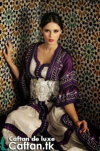 Caftan marocain mauve blanc ravissante