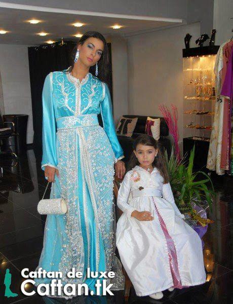 Caftan marocain bleu ciel orné swarovski
