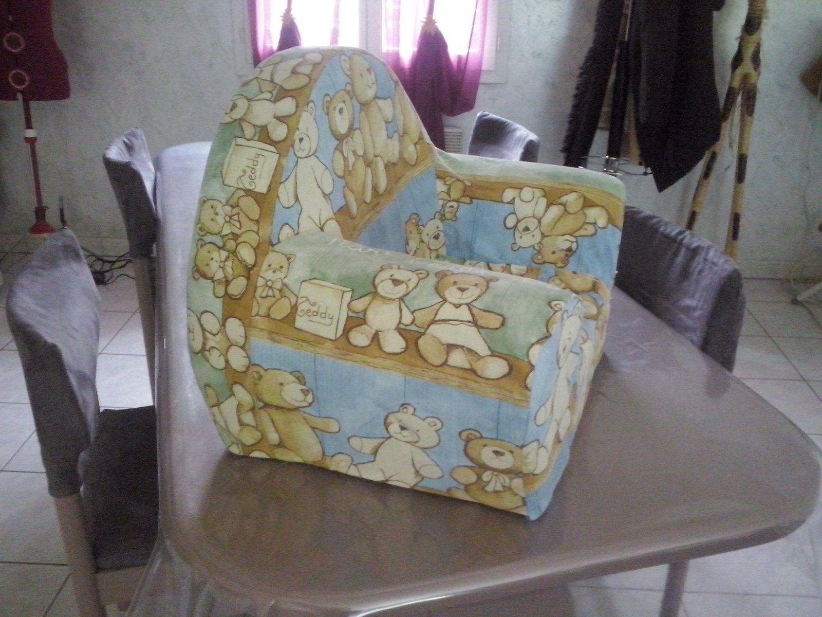 restauration d 39 un fauteuil en mousse pour enfant la couture de fleur de jade. Black Bedroom Furniture Sets. Home Design Ideas
