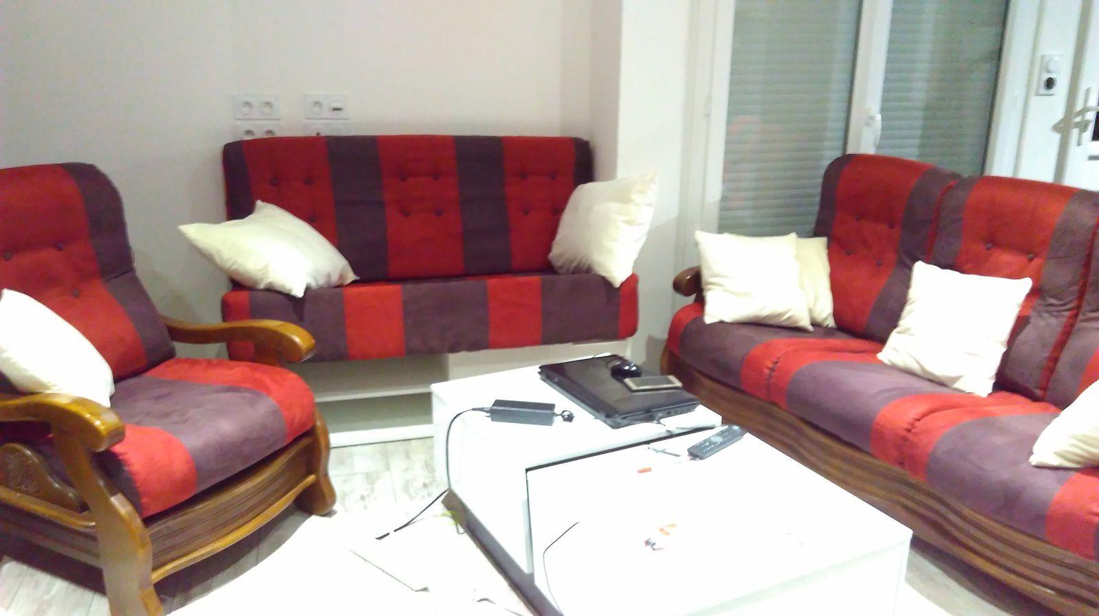 Restauration canapé + 2 fauteuils + création d'une banquette et ses coussins