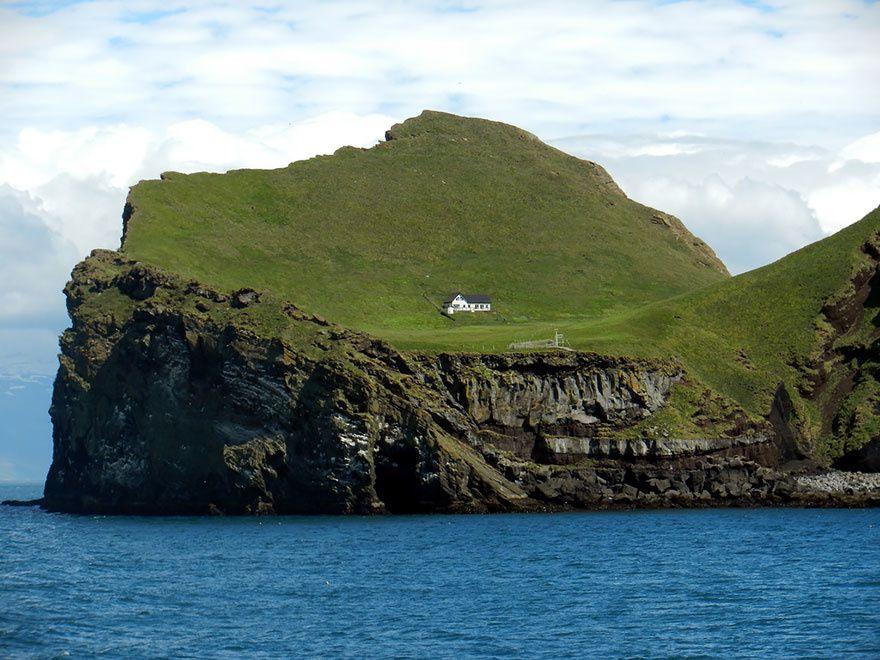 Vous qui rêviez de solitude, voici la maison parfaite.