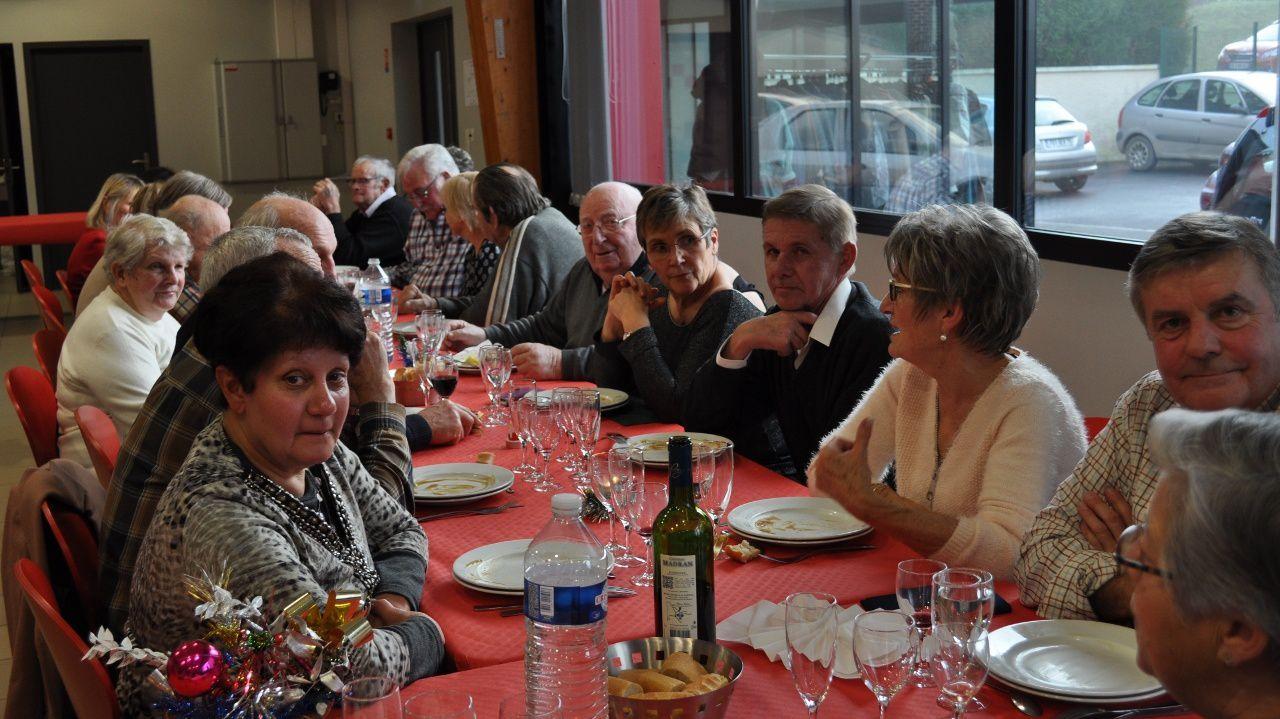 Vues de l'assemblée pendant le déjeuner mitonné par Odile