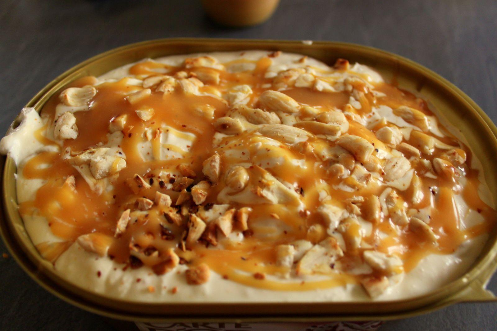 Glace maison sundae caramel amandes et cacahu tes les secrets de mes d lices - Recette yaourt glace sans sorbetiere ...