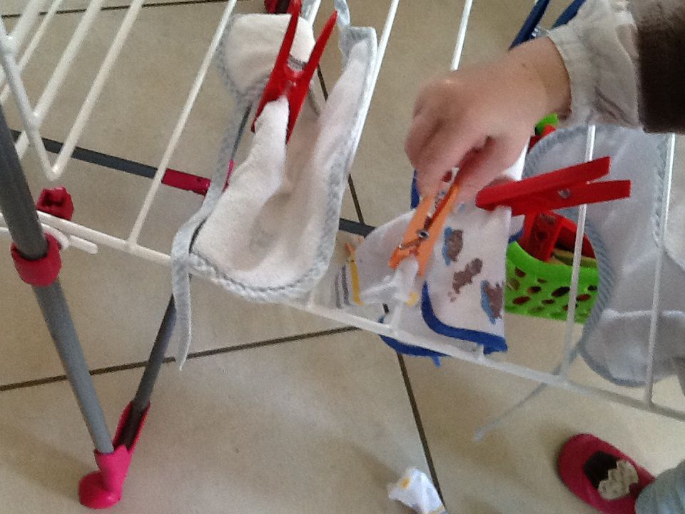 Étendre du linge ( inspiration Montessori)