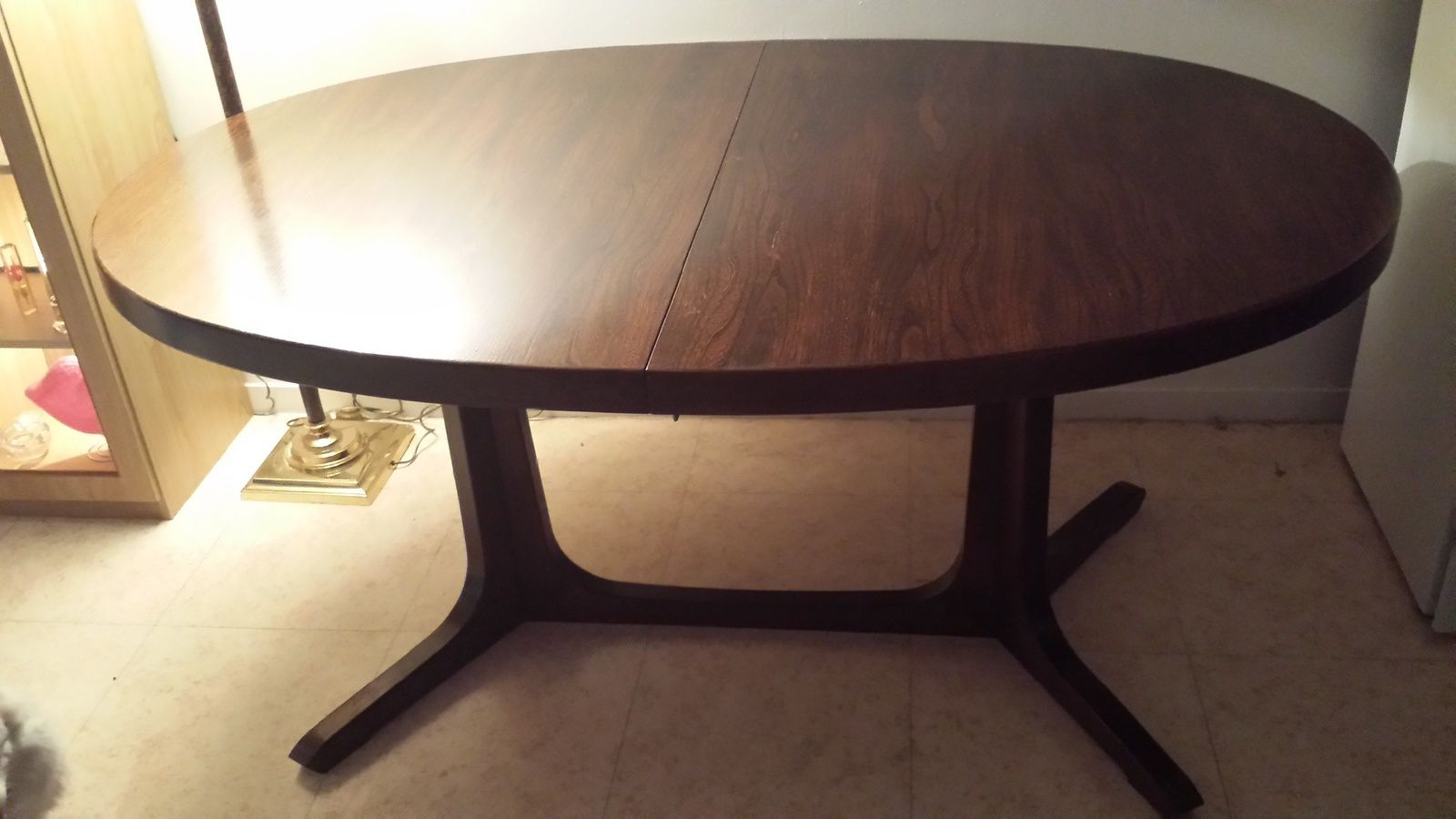 Table scandinave en teck bon tat - Table ovale design pied central ...
