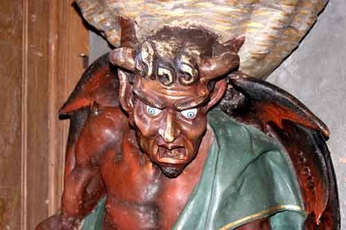 Le diable décapité de l'église de Rennes-le-Chateau (www.portail-rennes-le-chateau.com/gazette/)