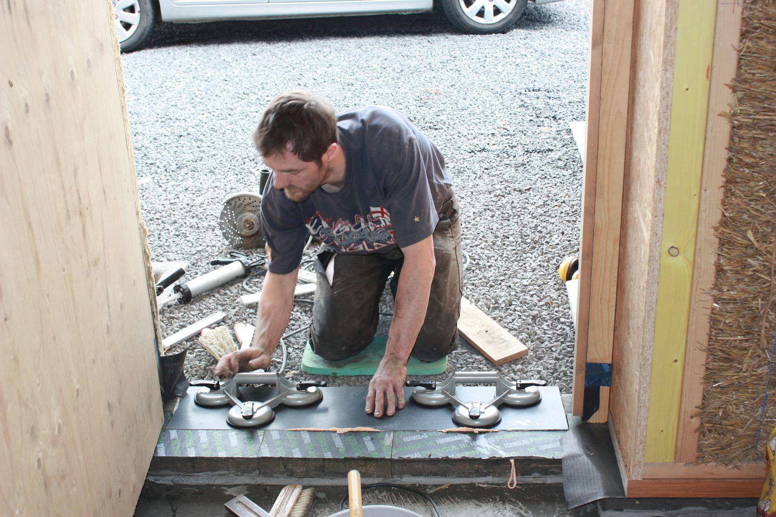 Maison hors d 39 air notre maison passive en paille - Comment faire un seuil de porte en beton ...
