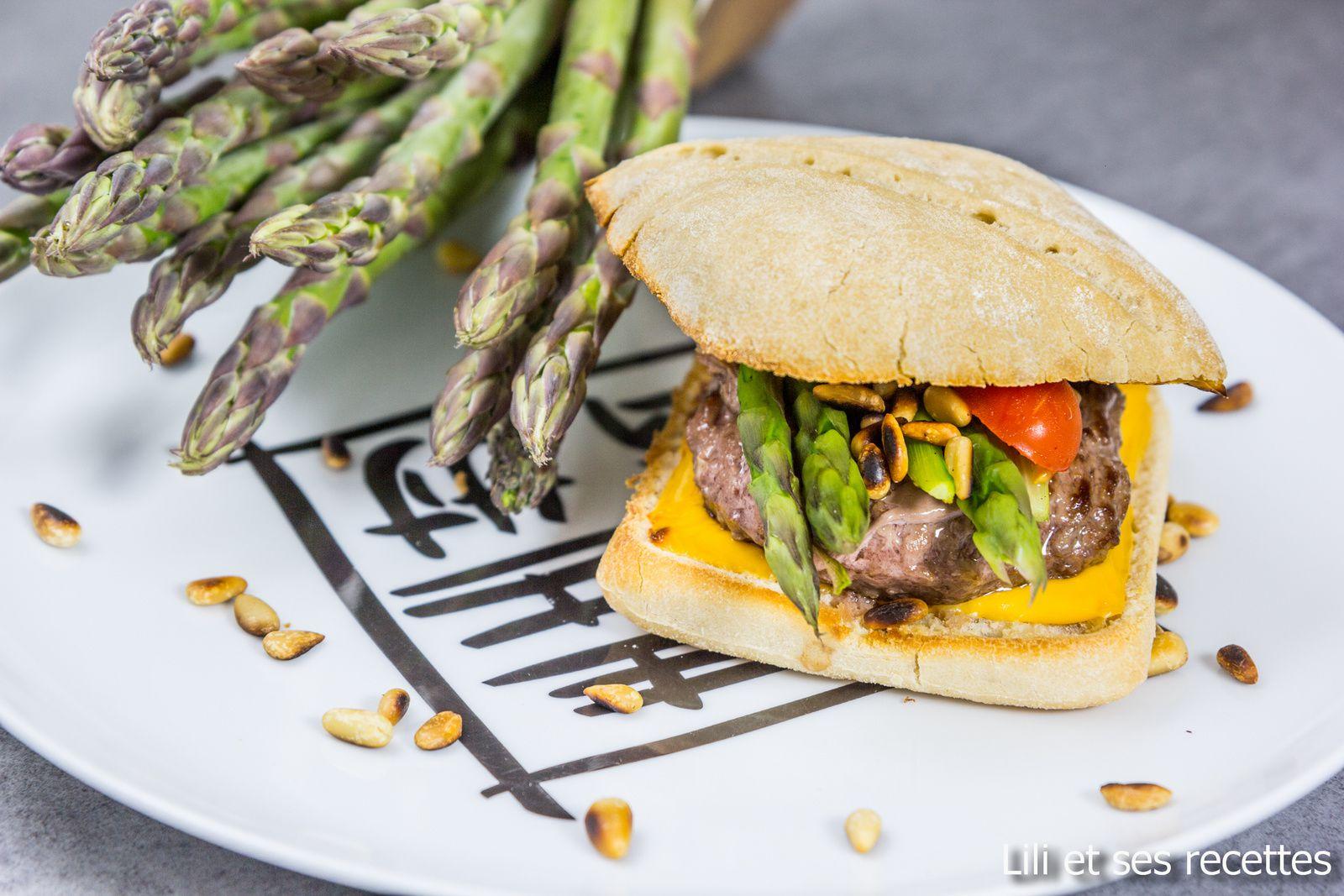 Burger aux asperges et pignons de pins