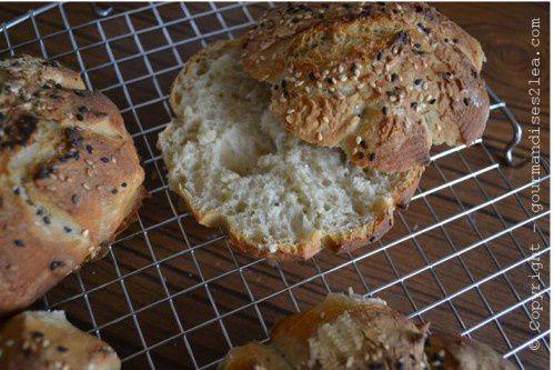 Petits pains aux graines et à la farine de froment