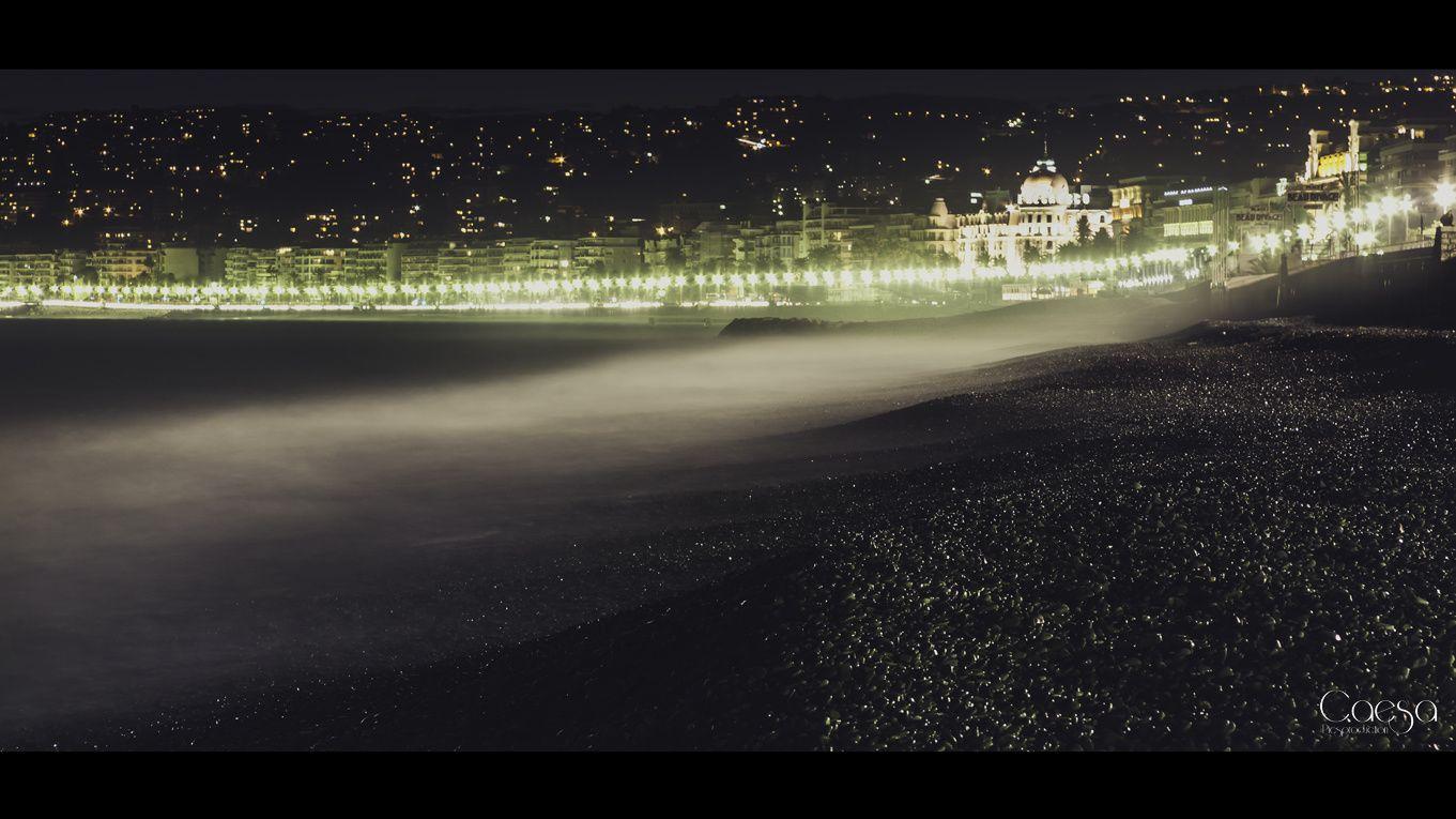 La plage de nuit et sous la pluie: des fois ça a du beau la pluie sur Nice